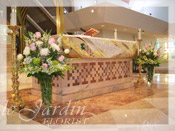 Church / Altar :: Wedding Flower Arrangements